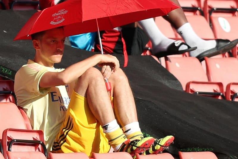 ozil bench umbrella hdfootball